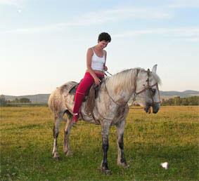 Конь смеется